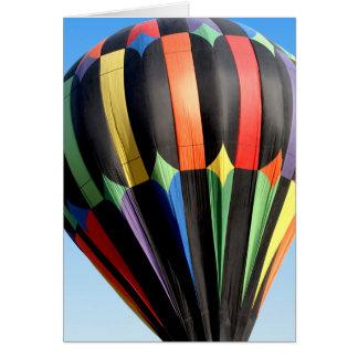 Cartão do balão de ar quente em vôo