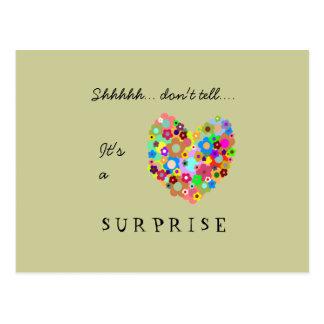 Cartão do convite de festas da surpresa do coração cartão postal