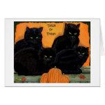Cartão do Dia das Bruxas dos gatos pretos