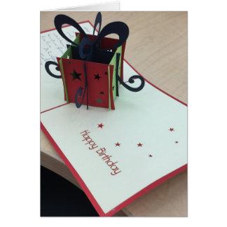 Cartão do feliz aniversario no cartão