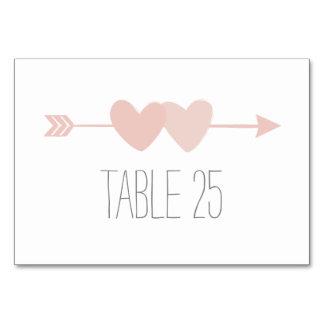 Cartão do número da mesa de dois corações