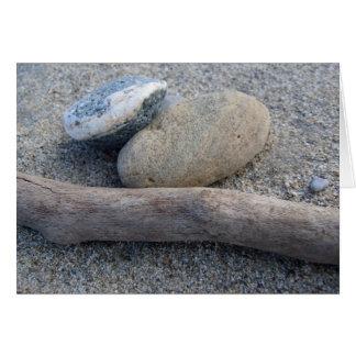 Cartão do seixo da praia e o de madeira