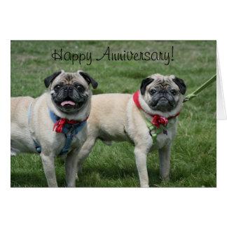 Cartão feliz do Pug do aniversário