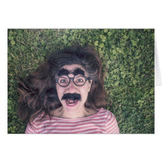 Cartão fêmea do estilo de Groucho Marx