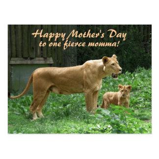 Cartão feroz do dia das mães do leão de Momma