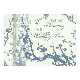 Cartão floral azul do convite da cerimónia da