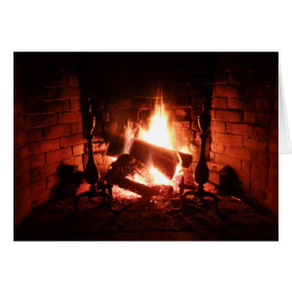 Cartão Fogo na lareira que queima-se brilhantemente