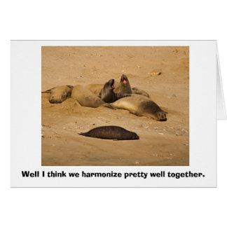 Cartão Fole dos selos de elefante na harmonia