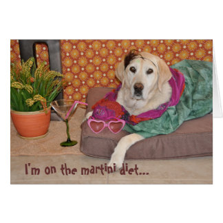 Cartão Foto do cão glamoroso com martini. Alguma ocasião