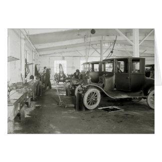 Cartão Garagem do reparo do carro antigo, 1900s