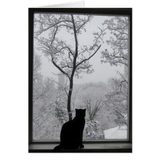 Cartão Gato preto que olha para fora sobre um mundo