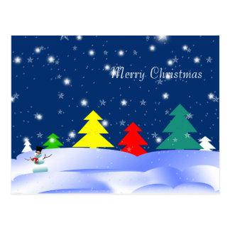 Cartão lunático do boneco de neve das árvores do cartão postal