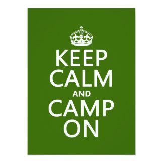 Cartão Mantenha a calma e o acampamento sobre