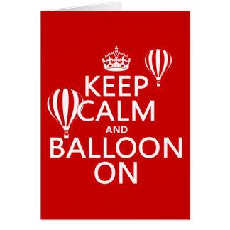 Cartão Mantenha a calma e o balão em (ballooning de ar