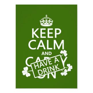 Cartão Mantenha a calma e tenha uma bebida (irlandês)