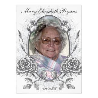 Cartão memorável do falecimento dos rosas florais convite