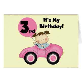 Cartão Menina no camiseta e em presentes cor-de-rosa do