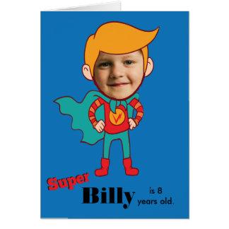 Cartão Miúdo do aniversário do super-herói