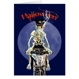 Cartão Motociclista de esqueleto que fuma um cigarro