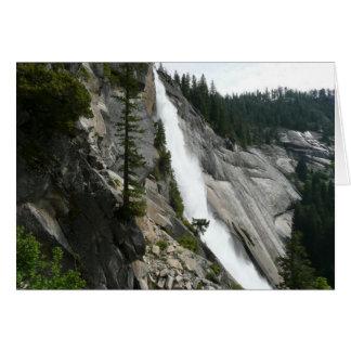Cartão Nevada cai no parque nacional de Yosemite