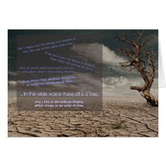 Cartão No desperdício largo ainda há uma árvore