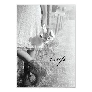 Cartão Noiva em botas de vaqueiro com girassóis que