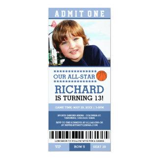 Cartão O aniversário azul do bilhete do basquetebol