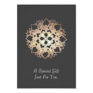 Cartão ou anúncio de presente das artes curas de convite personalizados