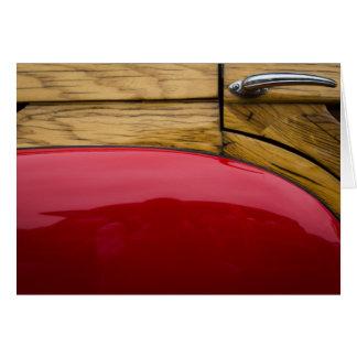 Cartão Porta de madeira e pára-choque vermelho