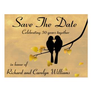 Cartão Postal 50th Os Lovebirds do aniversário salvar a data