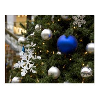 Cartão Postal America do Norte. Decorações do Natal na árvore