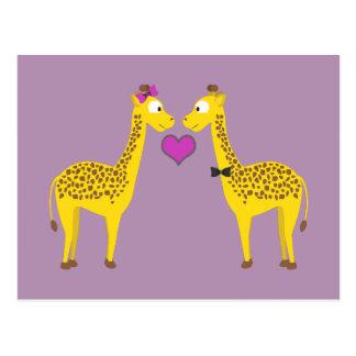 Cartão Postal Amor bonito do girafa
