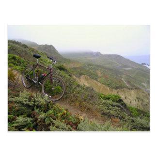 Cartão Postal As fugas da bicicleta em rochas do mexilhão