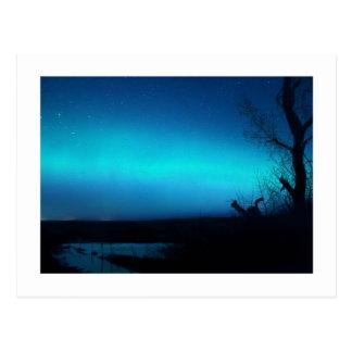 Cartão Postal Aurora boreal e uma lagoa