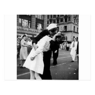 Cartão Postal Beijando o quadrado da guerra adeus às vezes