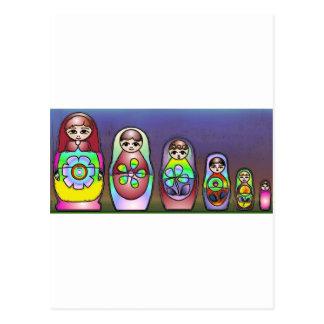 Cartão Postal Bonecas do russo em uma fileira