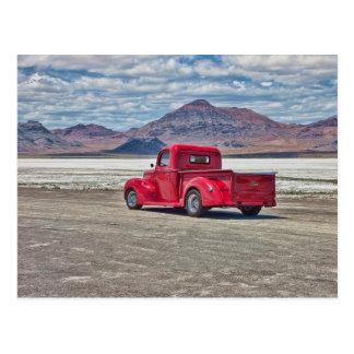 Cartão Postal Camionete do hot rod nos apartamentos de sal de