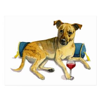 Cartão Postal Cão Sassy que aprecia a pintura da aguarela do