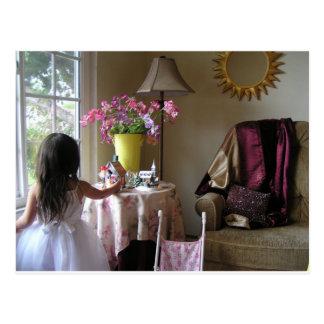 Cartão Postal Criança com ervilhas doces