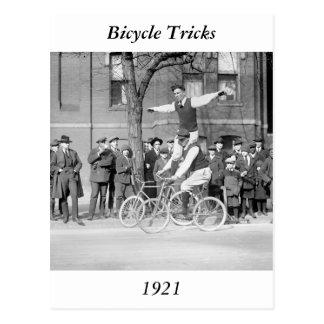 Cartão Postal Equitação do truque da bicicleta, 1920