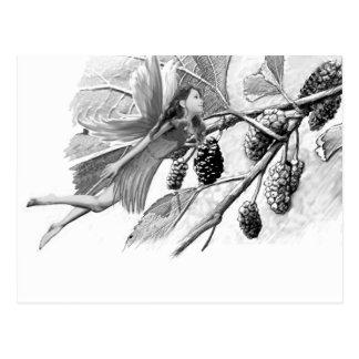 Cartão Postal Fada da árvore de Mulberry vermelho