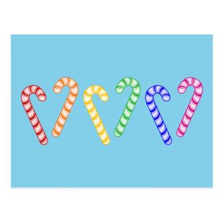 Cartão Postal Fileira de bastões de doces do arco-íris