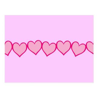 Cartão Postal Fileira de corações cor-de-rosa