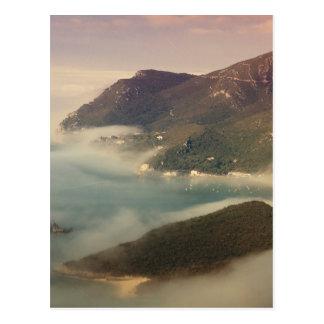 Cartão Postal Foggy Ocean