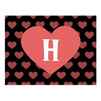Cartão Postal Grande monograma cor-de-rosa escuro do coração &