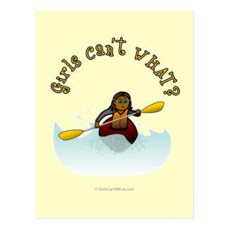 Cartão Postal Kayaker fêmea escuro