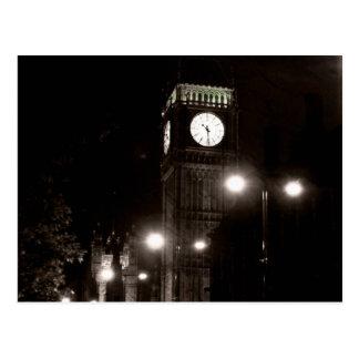 Cartão Postal Londres em a noite