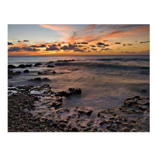 Cartão Postal Mar das caraíbas, Cayman Islands. Ondas deixando