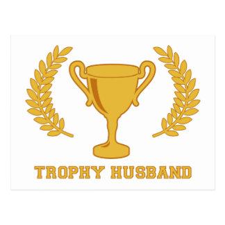 Cartão Postal Marido dourado feliz do troféu
