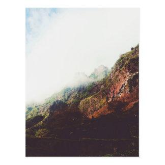 Cartão Postal Montanhas enevoadas, cena de relaxamento da